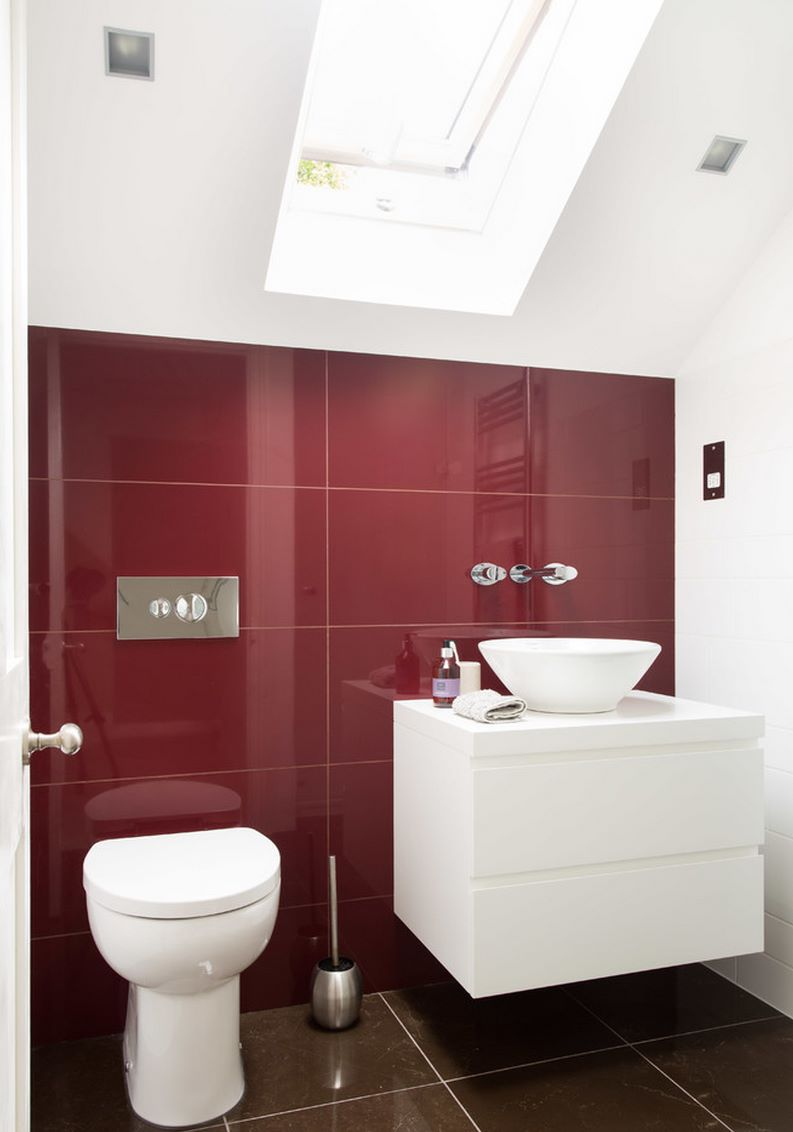 Bathroom with brown and red tile