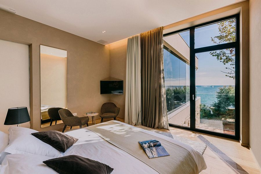 Bedroom with Adriatic sea views and a cozy ambiance