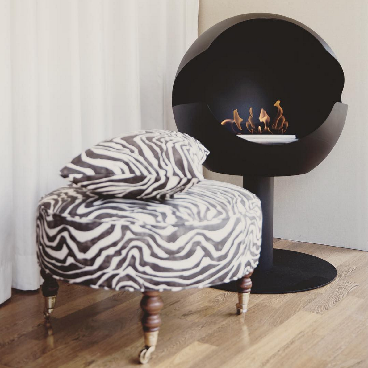 Black globe fireplace from Vauni