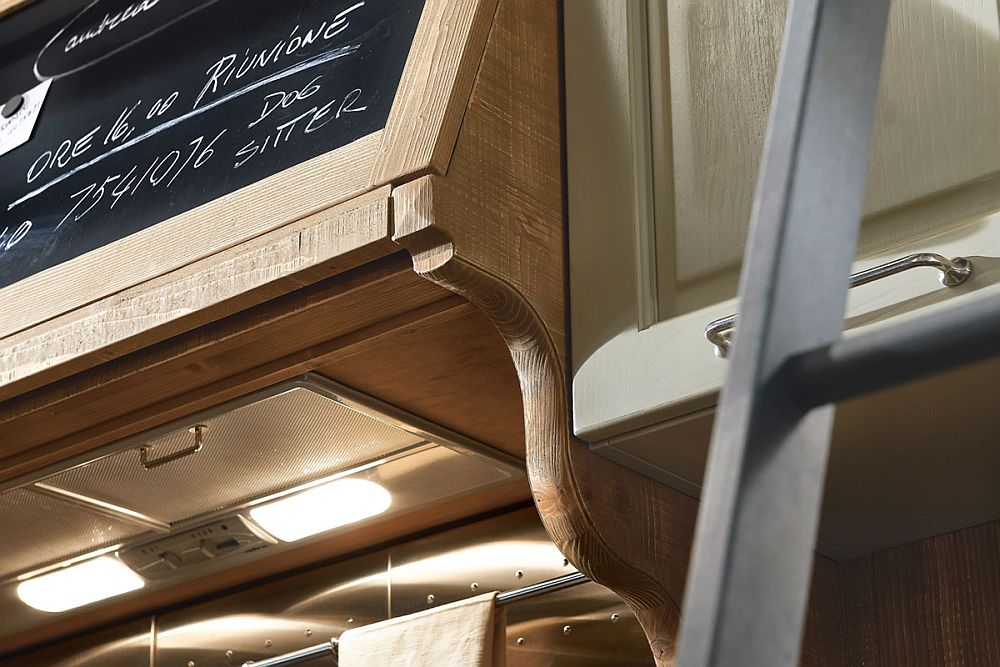Carfeully crafted woden hoods and details shape the lovely Molita kitchen