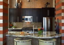 Chic contemporary kitchen flanked by horizontal stripes