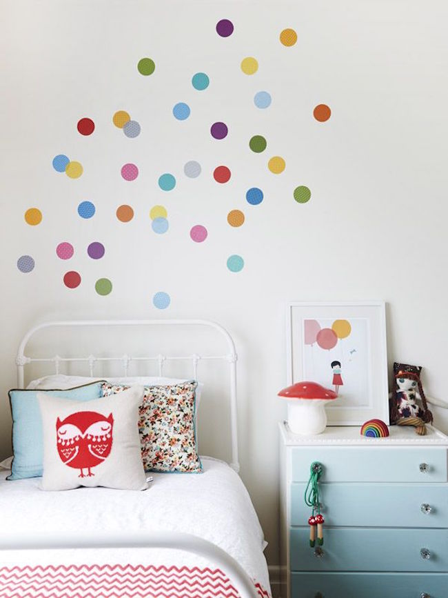 8 fun and easy ways to use polka dot wall decals. Black Bedroom Furniture Sets. Home Design Ideas