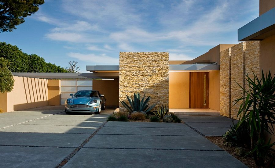 Custom cut Jerusalem Stone shapes the entrance of the stunning Californian home