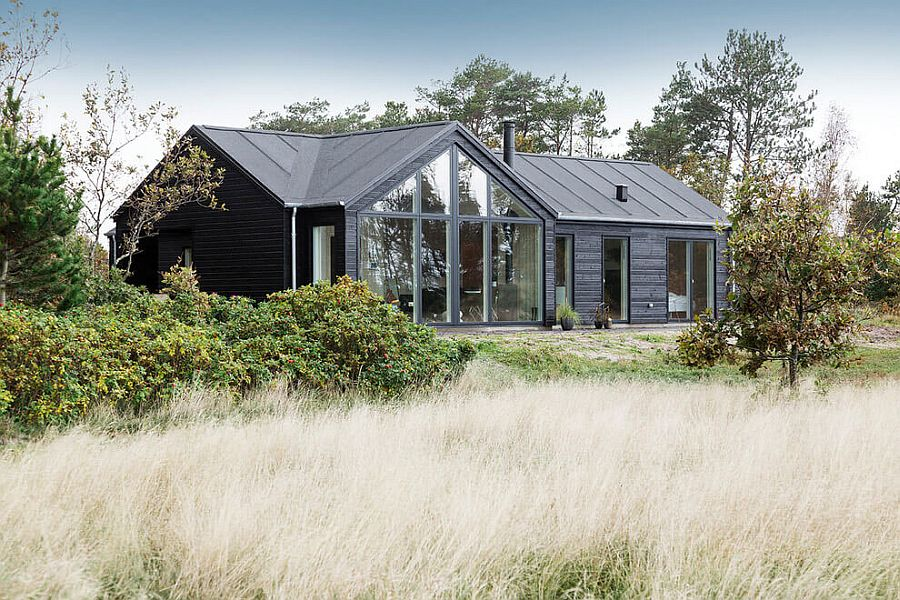 Dark exterior of the cool Trend Summer House in Denmark