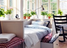 Daybed with storage drawers is perfect for the smart guest bedroom