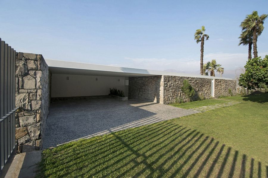 Entrance of the beautiful Ancón Residence offers ample privacy