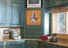 Farmhouse style kitchen with smart corner cabinets