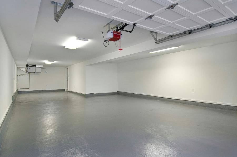 Garage with a shiny grey floor