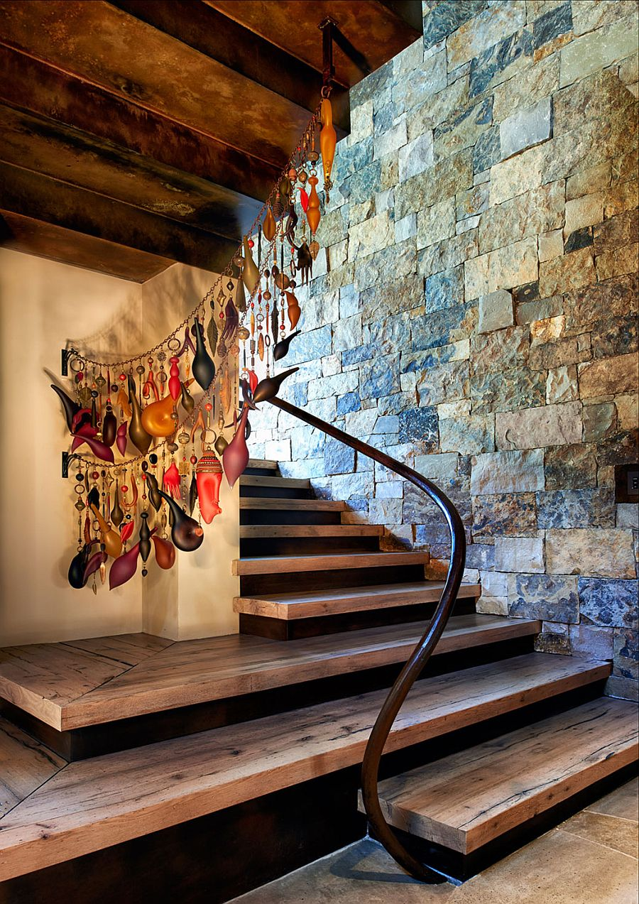 Innovative and colorful way to decorate staircase landing