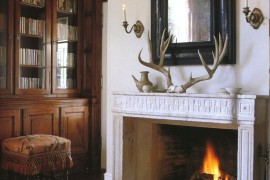 Large antlers to dress up a fireplace  18 Creative Ways to Decorate with Antlers Large antlers to dress up a fireplace 270x180
