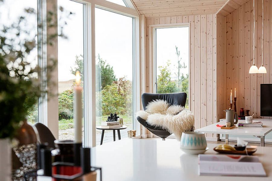 Natural and artificial lighting meets inside the summer home