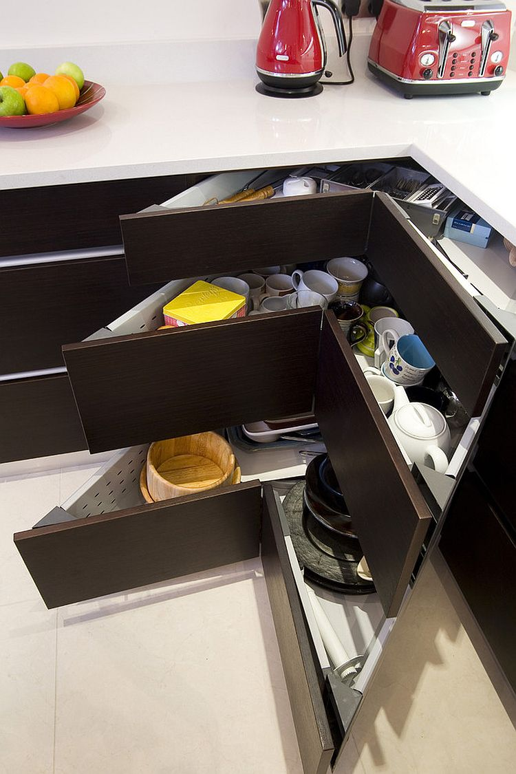 Personalize those corner drawers to suit your specific needs [Design: Glenvale Kitchens]