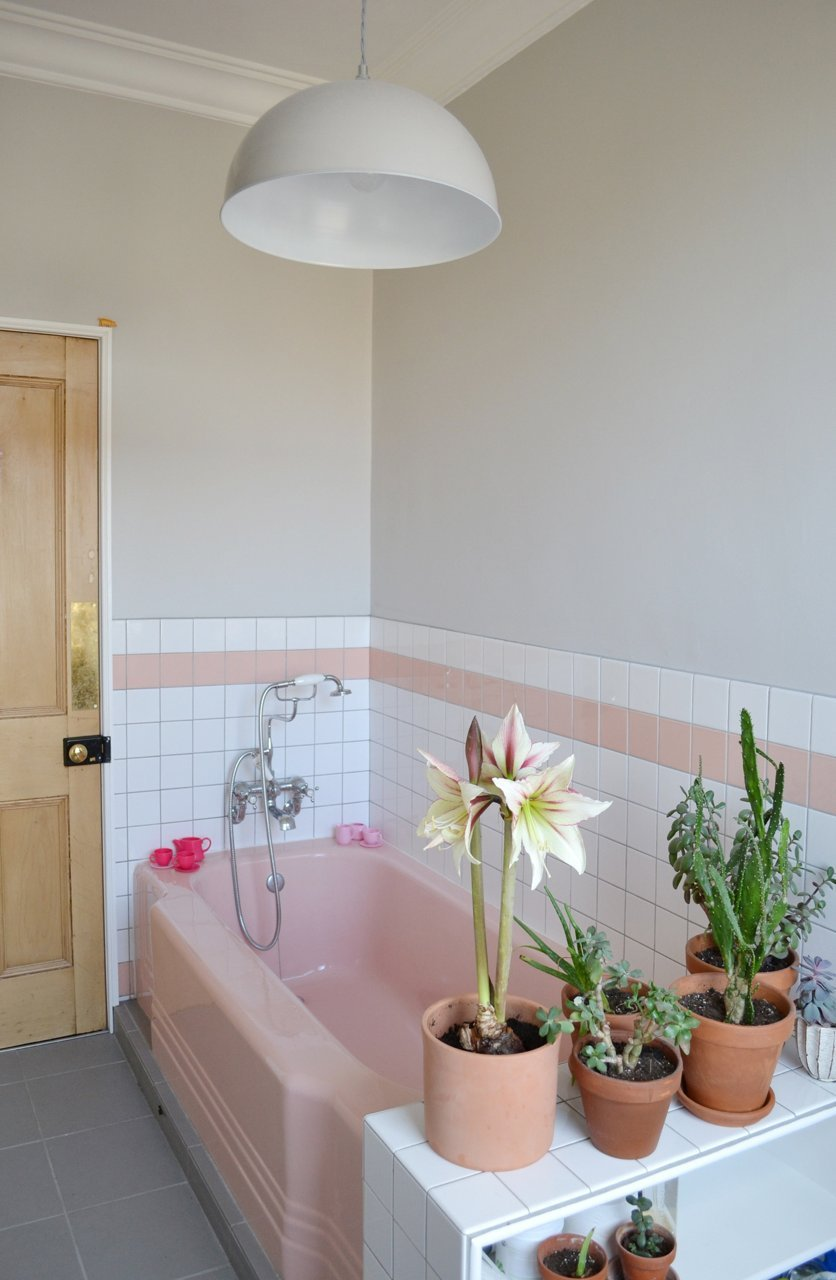 Spectacularly Pink Bathrooms That Bring Retro Style Back: pink bathroom ideas pictures