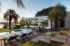 Dream Hangout: Contemporary Pool House in Porto Alegre Unveils Lakeside Paradise!