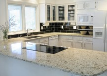 Quartz with the appearance of white ice granite