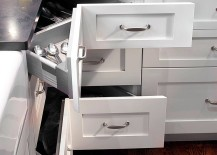 Shaker style kitchen with an L-shaped layout maximizes storage space with corner pullout drawers