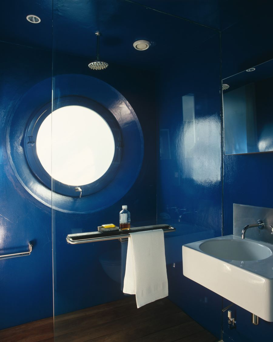 Shower with a porthole-style window