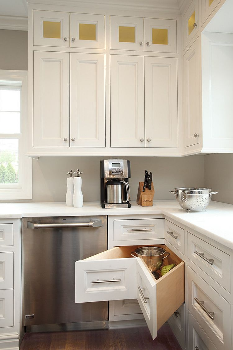Smart corner drawers are a must in the L-shaped kitchen [Design: Hierarchy, Architects + Designers]
