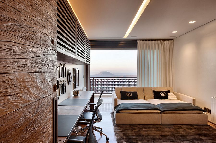 Spacious home office and guest room with fabulous views [Design: Eduarda Correa Arquitetura & Interiores]