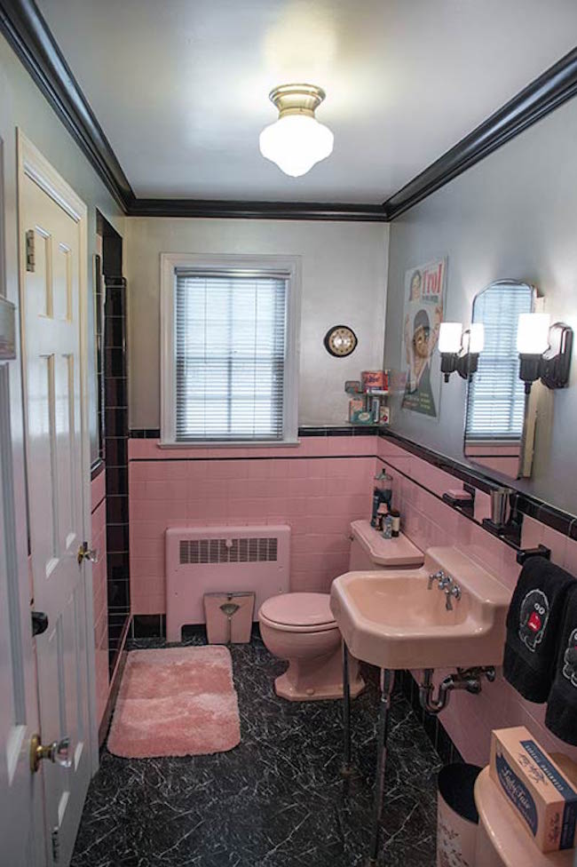 Spectacularly pink bathrooms that bring retro style back for Pink black bathroom ideas