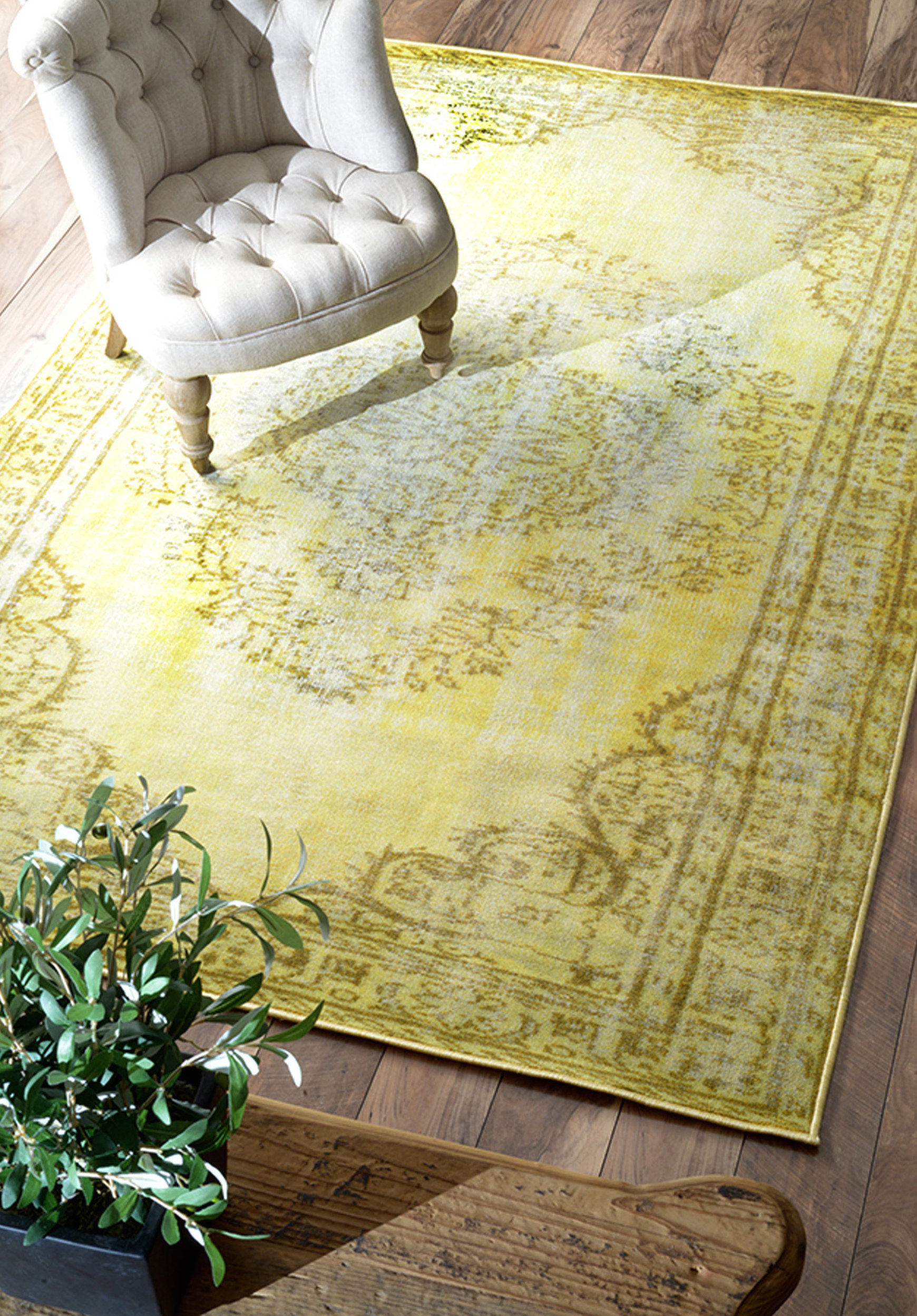 Vintage yellow nuLOOM rug from Overstock  25 Yellow Rug and Carpet Ideas to Brighten up Any Room Vintage yellow nuLOOM rug from Overstock1