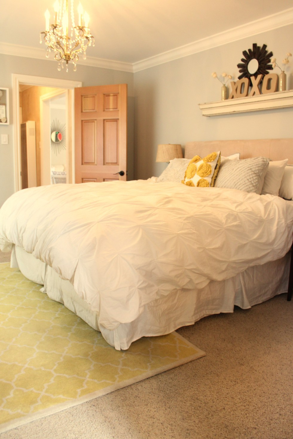 Yellow Moroccan trellis rug brightens up white bedding