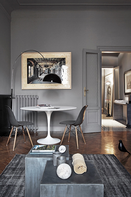 1930s palazzo-style apartment living space