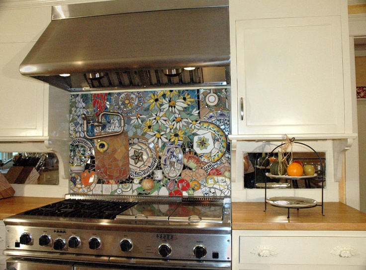 amazingly detailed stove backsplash with colorful plates