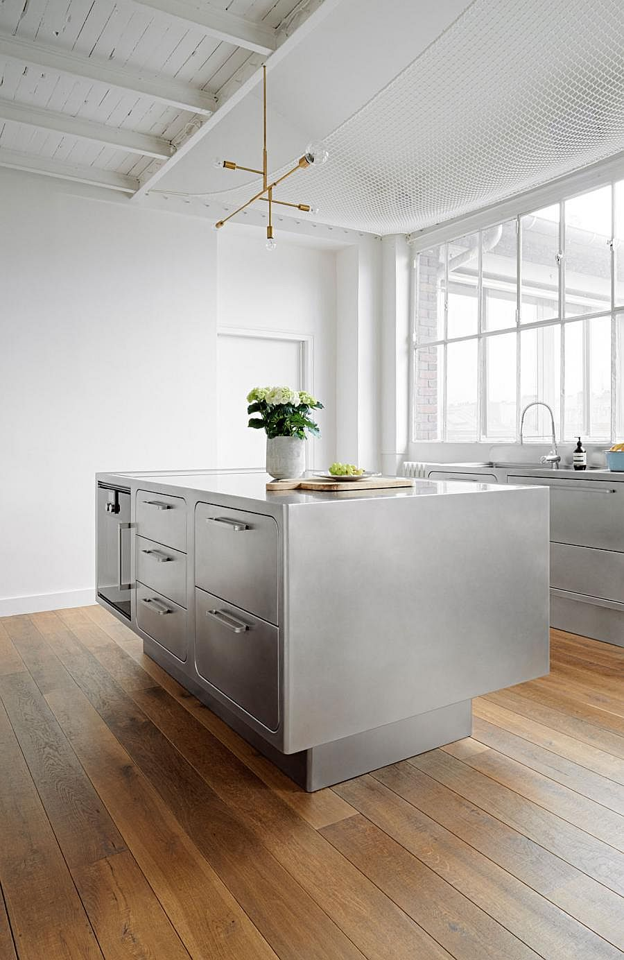 Base of the stainless steel kitchen island gives it a breezy appeal