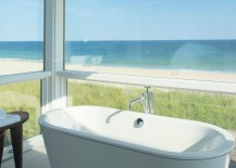 Bathtub with a view of the beach
