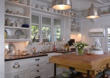 Beach-style-kitchen-with-a-simple-and-elegant-island-217x155