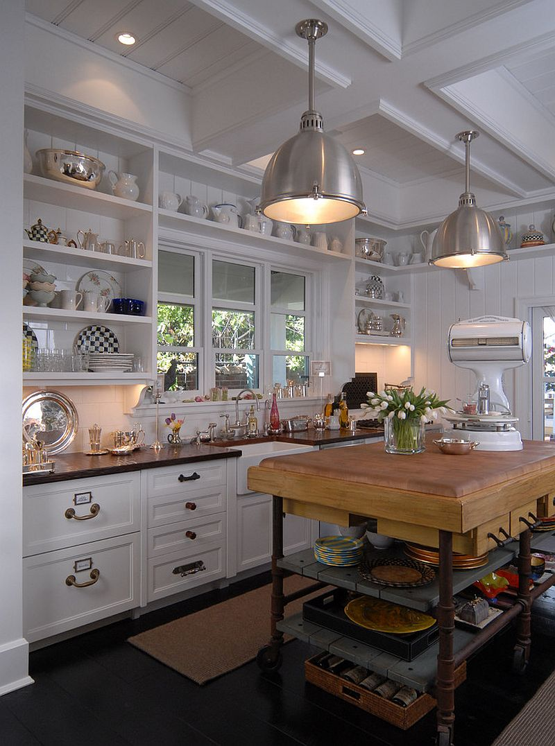 Beach style kitchen with a simple and elegant island [Design: Jordan Design Studio]