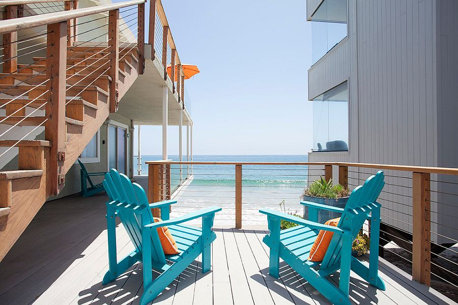 Beach style oceanfront deck with pops of blue [Photography: Roberto Garcia]