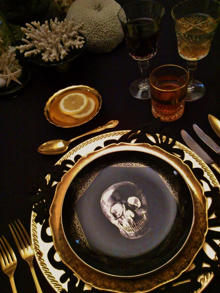 20 halloween inspired table settings to wow your dinner party guests - Deco de table halloween ...