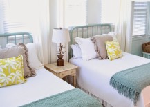 Bright and beach themed twin beds in a guest room 217x155 22 Guest Bedrooms with Captivating Twin Bed Designs
