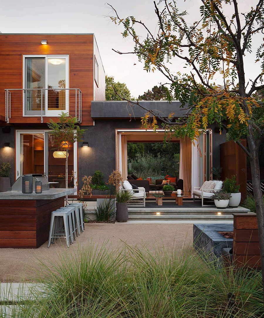 Central courtyard of the lavish Los Altos Residence with outdoor sitting area and barbeque