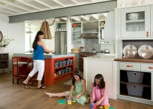 Cheerful beach style kitchen with smart shelving [Design: S+H Construction]