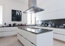 Chic Italian kitchen design in black and white