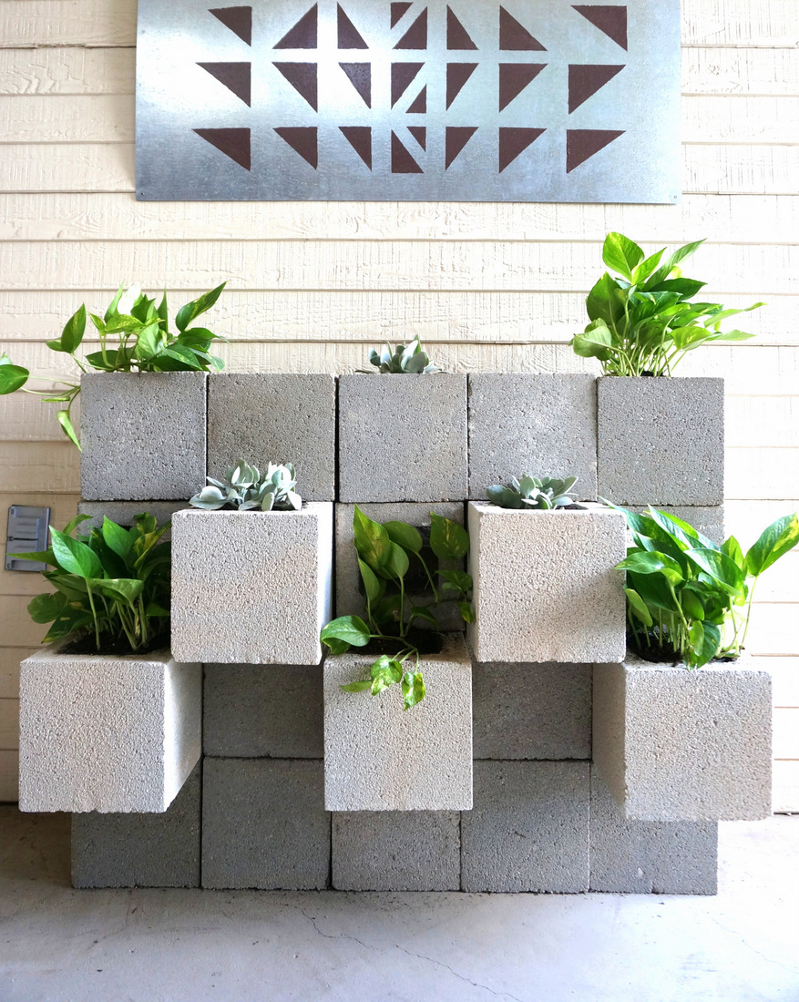 A diy cinder block succulent wall with a twist for Concrete block landscaping ideas