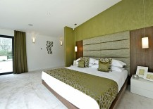 Clever composition of the bedroom with green and white