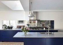 Combining-sleek-contemporary-aesthetics-with-restrained-eclectic-style-in-the-kitchen-217x155
