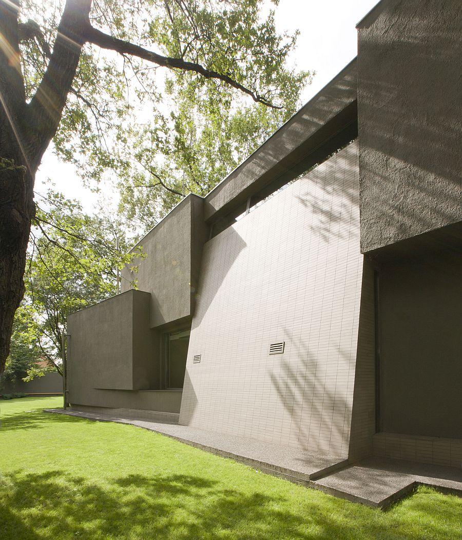 Concrete facade brings modern vibe to the comfy home