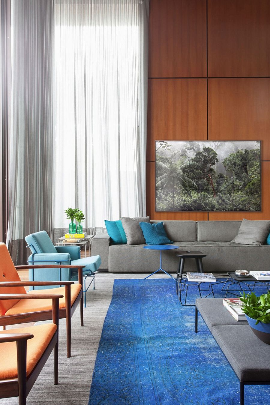 Contemporary decor, accessories and coffee tables also add subtle geometric pattern to the large living area