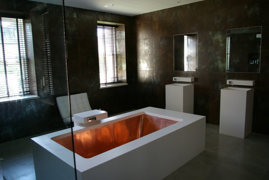 Copper tub in a high-end bathroom