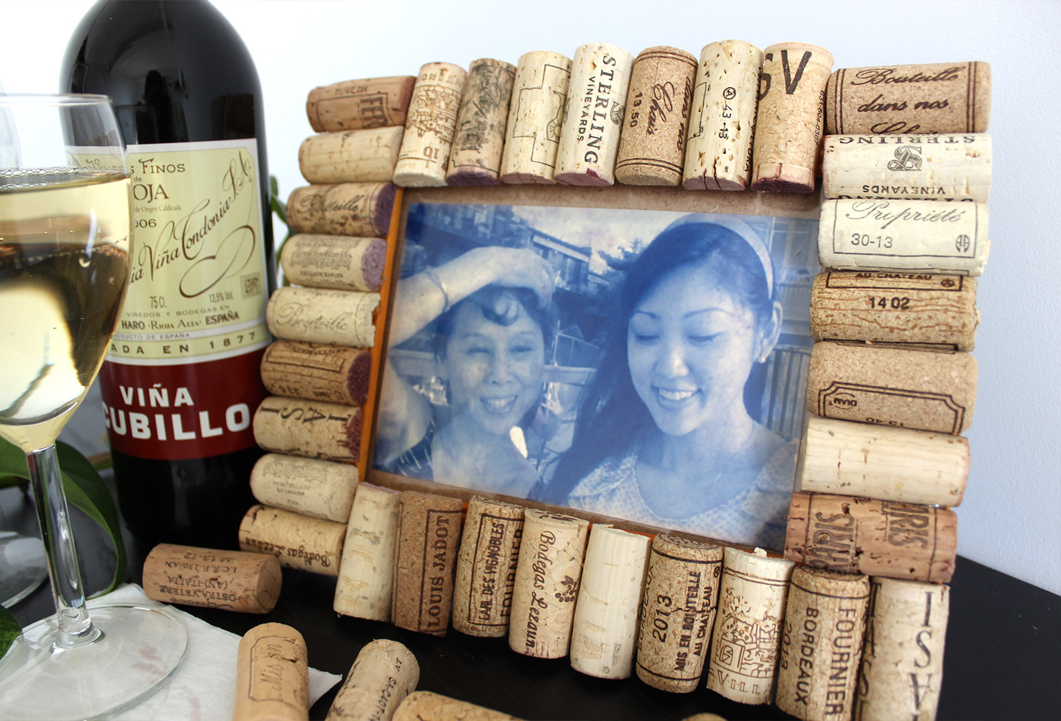 How To Make A Cute And Rustic Picture Frame Using Recycled Wine Corks