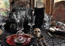 Sophisticated Halloween Dinner Party.20 Halloween Inspired Table Settings To Wow Your Dinner