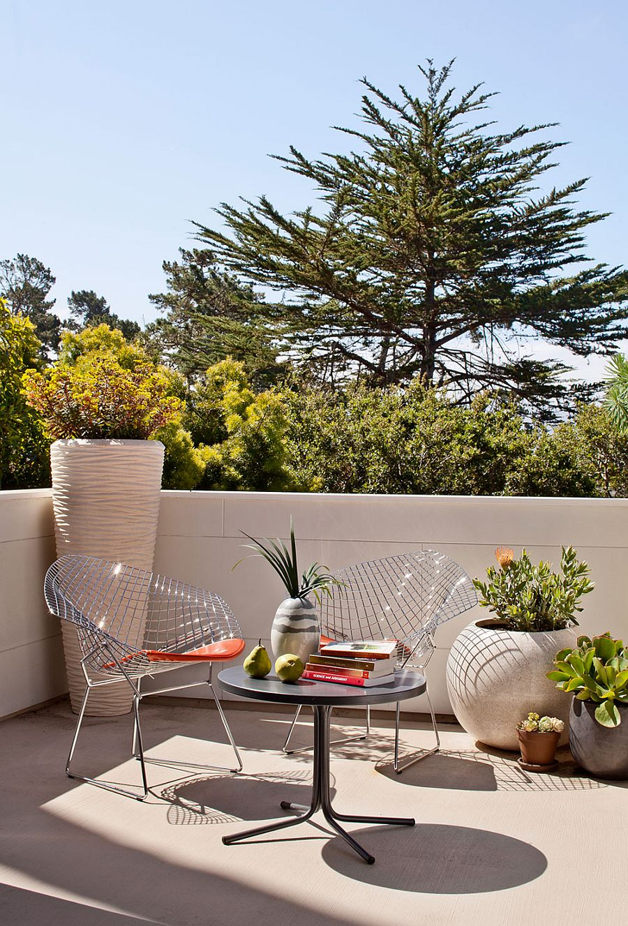 Decorating idea for the small outdoor deck
