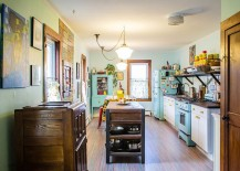 Eat-in kitchen with a traditional eclectic style [Design: Struktur]