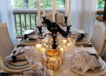 Elegantly subtle Halloween table setting 217x155 20 Halloween Inspired Table Settings to Wow Your Dinner Party Guests