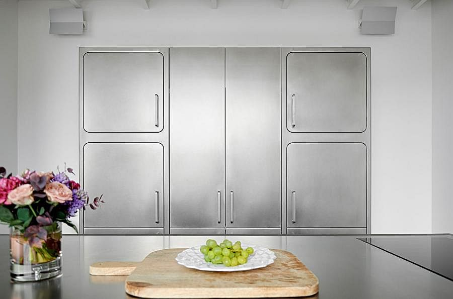 Freestanding stainless steel cabinets for the contemporary kitchen